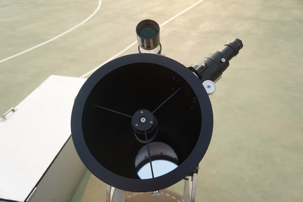 inside a dobsonian telescope