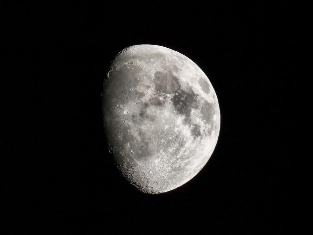 La Lune gibbeuse croissante