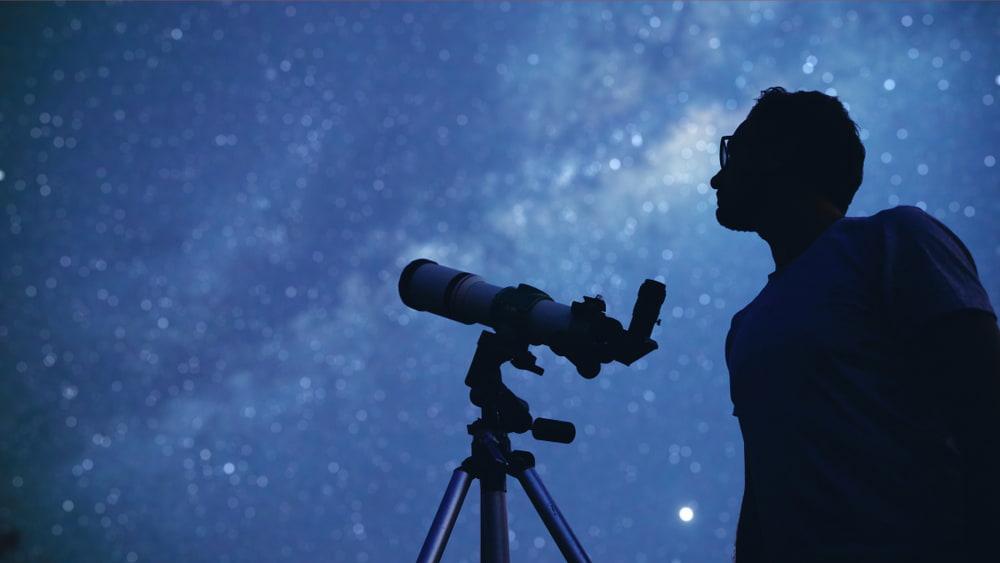 observer le ciel nocturne avec un telescope