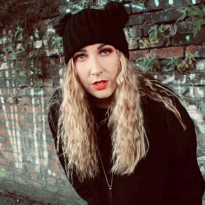 Lizzie Simpson