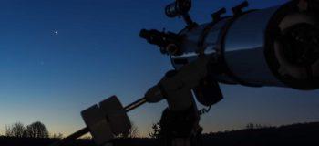 Télescope au coucher de soleil